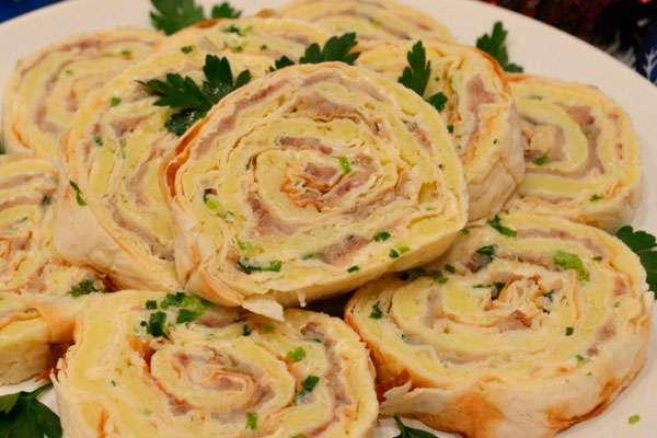 Блюда с завернутым лавашем и начинкой