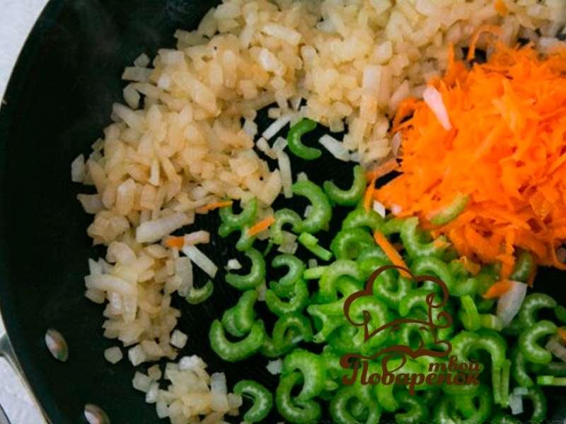 Диетический куриный суп из сельдерея с вермишелью