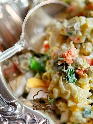 Как приготовить слоеный салат оливье