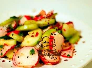 Салат из свежих овощей и редиски