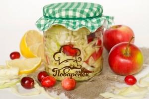 Капуста маринованная с яблоками