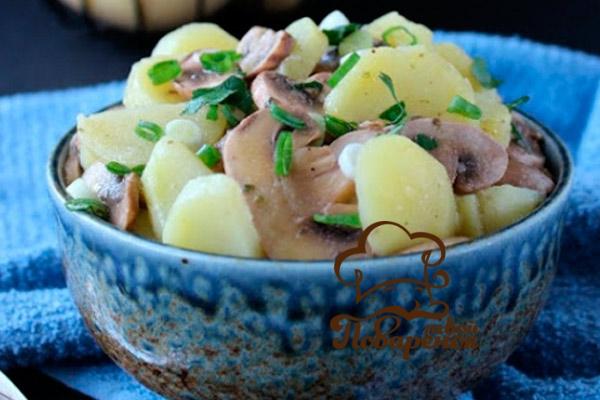 Салат деревенский с грибами и курицей