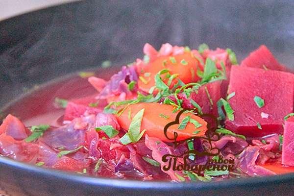 Овощное рагу со свеклой и капустой