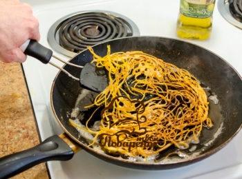 с чем можно обжарить макароны