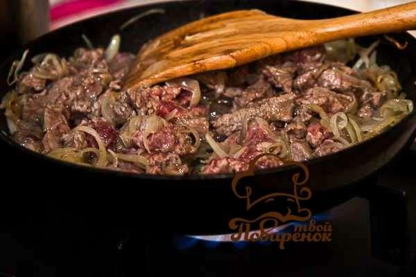 Как пожарить печень с луком на сковороде - домашний рецепт