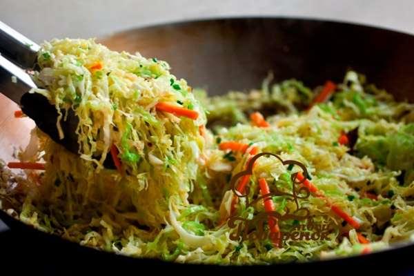 Как тушить капусту на сковороде