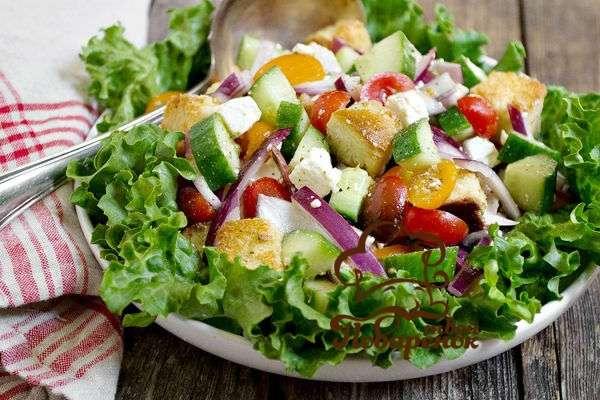 Как приготовить греческий салат с сухариками