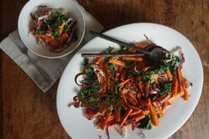 Салат с морской капустой и корейской морковью