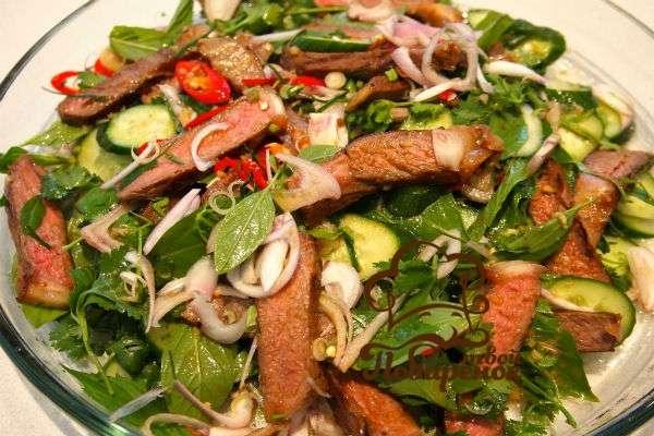 Рецепт салата каприз с языком и ветчиной