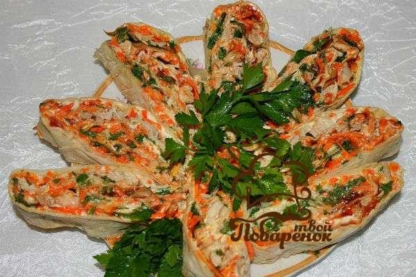Лаваш с крабовыми палочками и корейской морковью