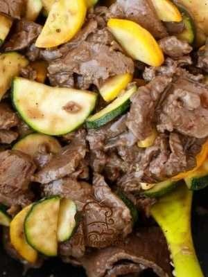 Мясо тушеное с кабачком