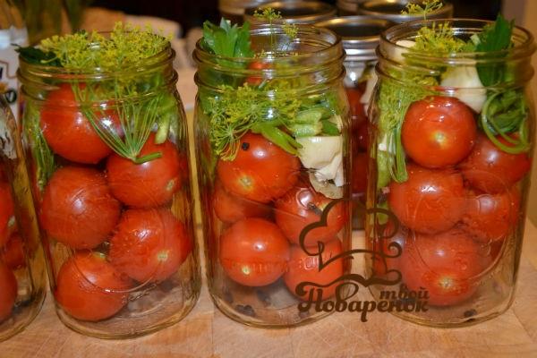 kak-solit-pomidory-v-bankax