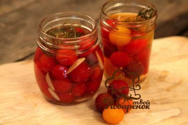 malosolnye-pomidory-recept-s-chesnokom