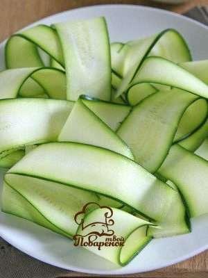 Салат из сырых кабачков с сыром чесноком