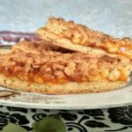 Тёртый пирог с абрикосовым повидлом