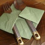 Схема из салфеток для сервировки столовых приборов