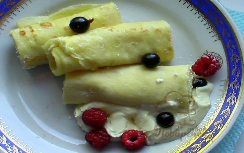 Вкусные блины с творогом и ягодами на молоке рецепт с фото