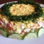 Салат с крабовыми палочками и куриной грудкой